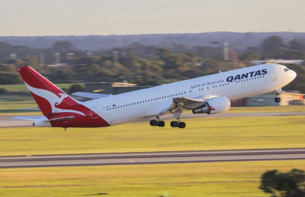 qantas-taking-off