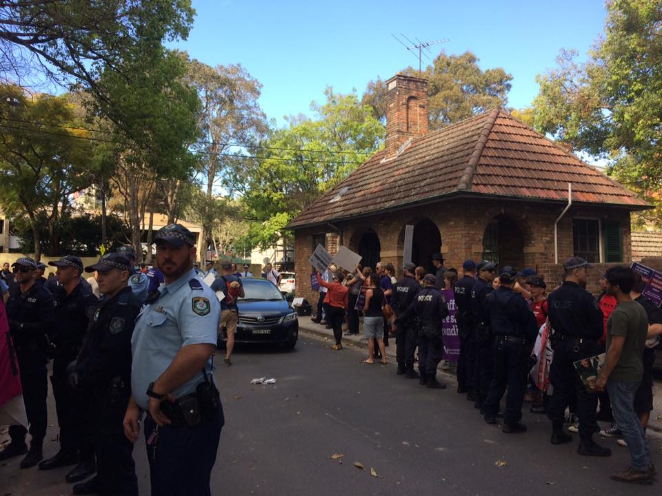 Strikers and police at the Carillon Avenue picket. Image: Anna Hush