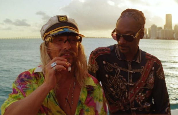 A photo of Matthew McConaughey and Snoop Dogg's characters in The Beach Bum