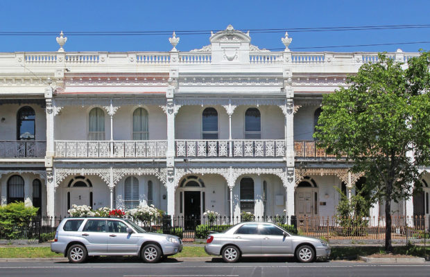 Victorian_terrace_on_canterbury_road,_Middle_Park